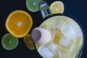 el agua de limón beneficia tu salud