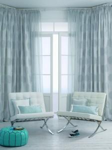 Las cortinas ecológicas pueden ser simples y elegantes.