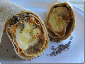 rollo de semillas de chía y plátano con mantequilla de maní