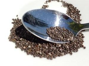 semillas de chia con cuchara