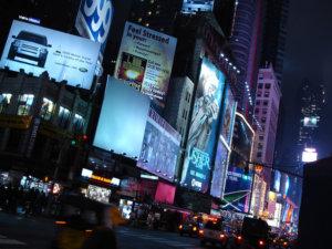 times square publicidad consumimos no nos preocupamos por el medio ambiente