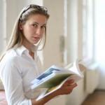 Detenga los libros que huelen mal con paquetes de gel de sílice