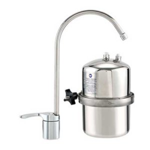 reemplazo del filtro de agua debajo del fregadero