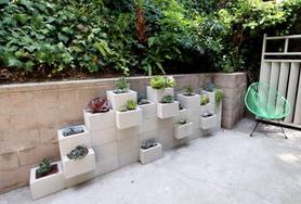 jardinera de bloques de cemento espacio pequeño